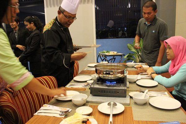 Menu Steamboat Kyriad Airport