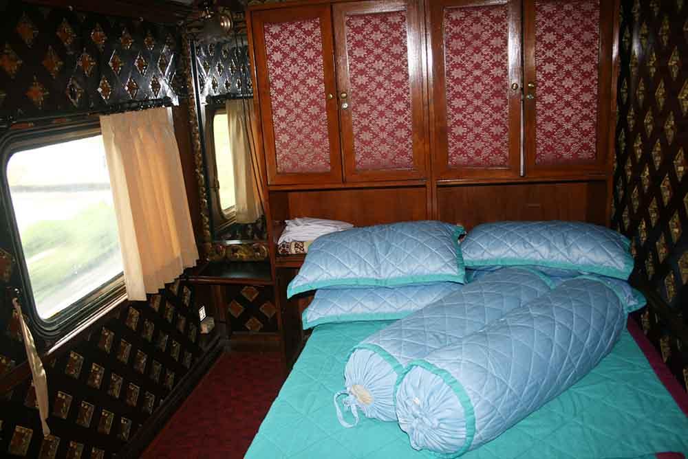 Wisata batik di Pekalongan menggunakan kereta wisata