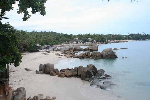 Obyek wisata di Bangka yang terkenal adalah pantainya
