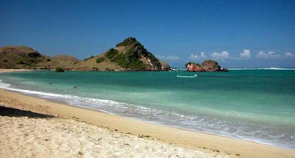 Salah satu destinasi wisata Pantai Kuta Lombok