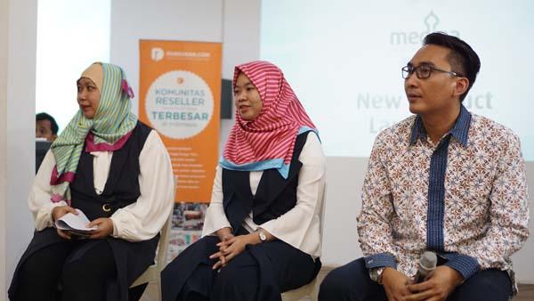 (dari kiri ke kanan) Dewi Hendrati (GM Marcomm Dusdusan.com), Hanny Fitria (Product Strategy Dusdusan.com), Teguh Hasdianto (Sales Manager Dusdusan.com) dalam acara peluncuran produk baru Medina