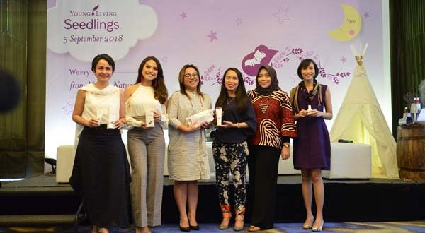 Talkshow Amy Zhein (MC), Lysa & Roslina (Young Living), dr Nani Shoraya SpKK, Cynthia Riza, Dyah Ayu Mantili (Young Living), Tya (Nujuhbulan Studio)JPG